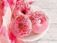 Розови донъти / понички с глазура от бял шоколад и сметана